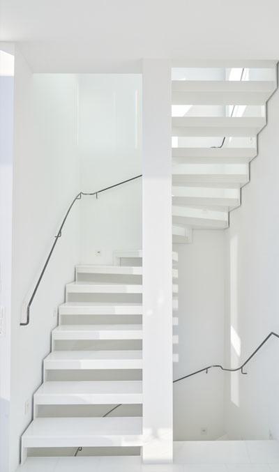 современная лестницы в коттедже