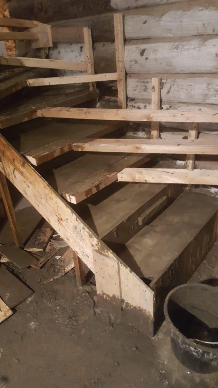 Опалубка трехмаршевой лестницы в коттедже