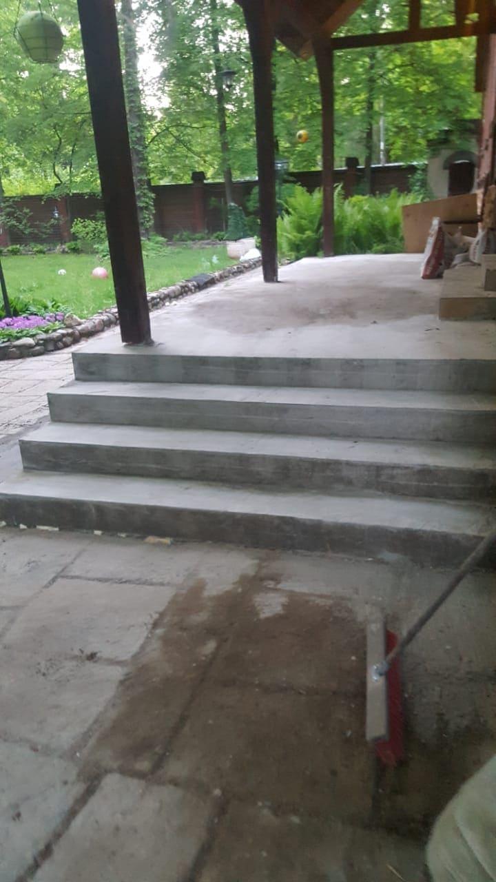 Простое крыльцо из бетона